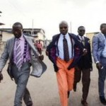 サプール、誇り高きコンゴ人の粋!武器を捨て着飾り街へ