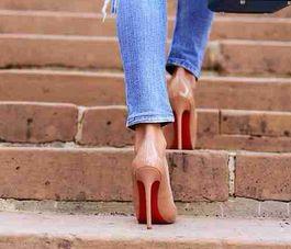 ハイヒールで綺麗に歩くのは難しい!?歴史、文化、習慣の違い!