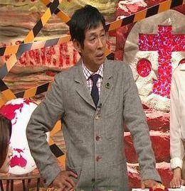 ジャケットのボタンの正解は?三つボタンスーツと段返りは要注意!