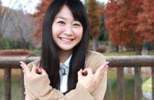 埼玉ポーズの女の子