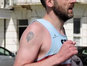 マラソンで口呼吸になる男性